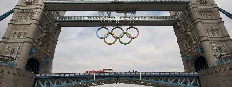 Quei cerchi olimpici colorati e intrecciati
