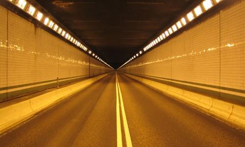 Perchè nei tunnel ci sono salite e curve?