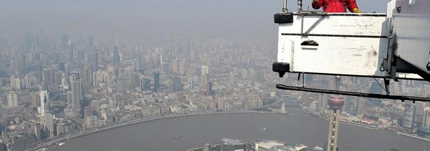 Cina: lavare i vetri a 492 metri d'altezza