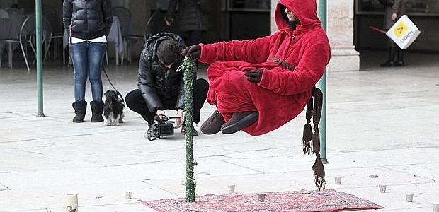 Artisti che levitano smascherati dalla BBC