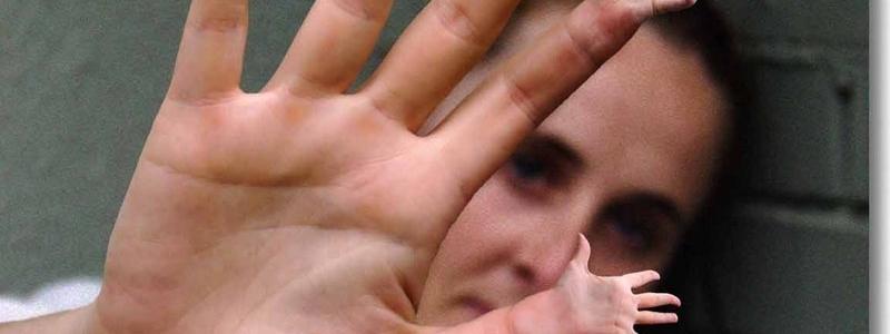 Perché si sente uno schiocco quando si fanno scrocchiare le dita?