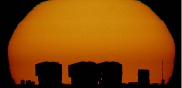 Perché la luna e il sole appaiono più grandi all'orizzonte?